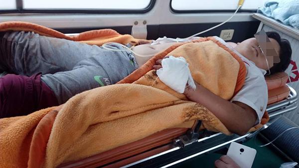 张先生儿子被送往医院进一步救治。