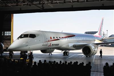 2014年10月,日本爱知县,首架日本制造喷气式客机亮相。