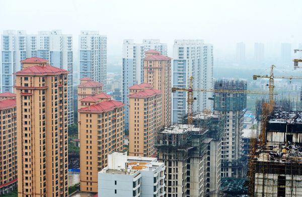 河北省石家庄市裕华区的一处新建楼盘(2016年9月18日摄)。新华社发
