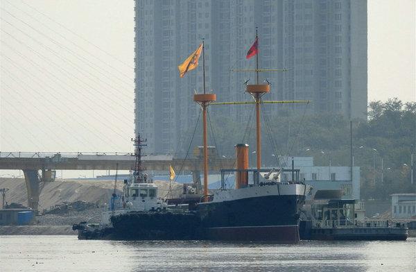 复原重建的致远舰亮相丹东