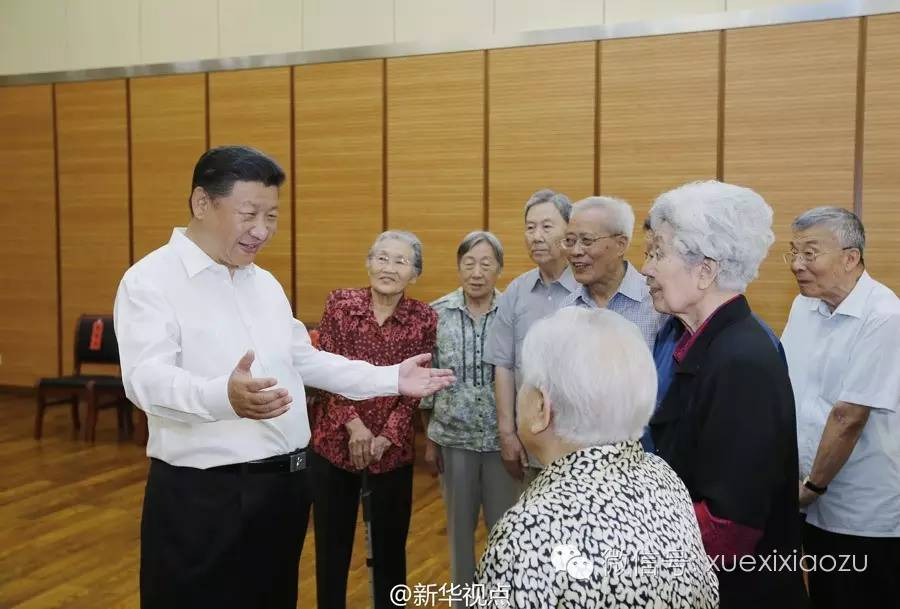 (2016年9月9日,在第三十二个教师节来临之际,习近平来到北京市八一学校,看望慰问师生,向全国广大教师和教育工作者致以节日祝贺和诚挚问候)