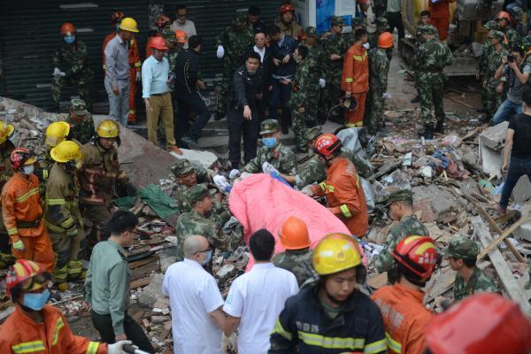 10月10日,浙江温州鹿城区双屿大街地方涂村地方街159号有4间民房崩塌。今朝现场营救仍在慌张停止。 视觉国家 图