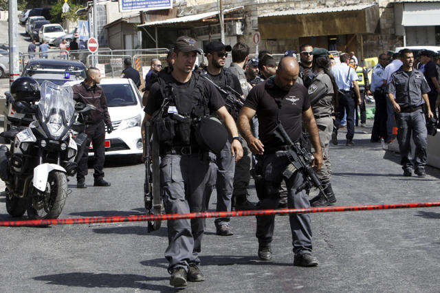 10月9日,以色列警察在耶路撒冷的枪击现场警戒。 (新华社/美联)