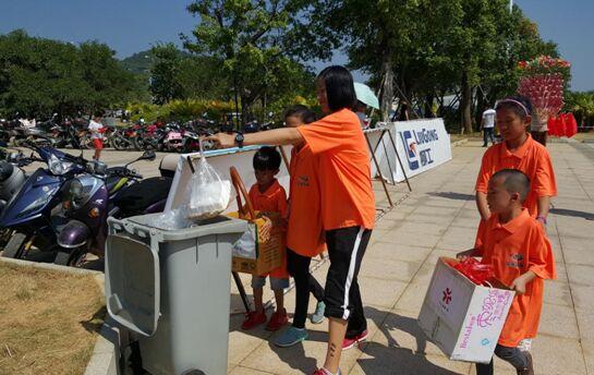 """""""泓燕环保团队""""中年龄最小的志愿者年仅六岁"""