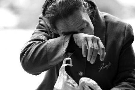 为什么在南湾村丙肝患者如此多呢?据村民们回忆,上世纪七八十年代,地处秦岭深处的商洛经济落后,不少人都选择外出卖血,上述提及的村民均在那个年代有过卖血的经历。