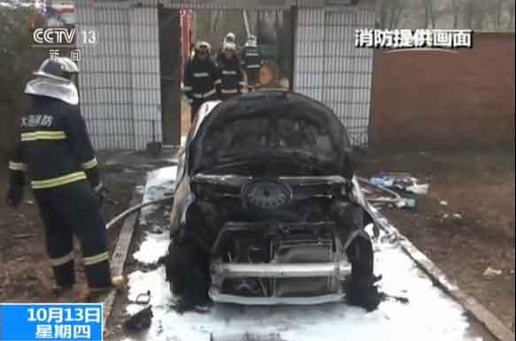 大连市公安消防支队庄河大队 吴策:他把车内饰包括电瓶、保险杠都已经提前拆卸下来了。