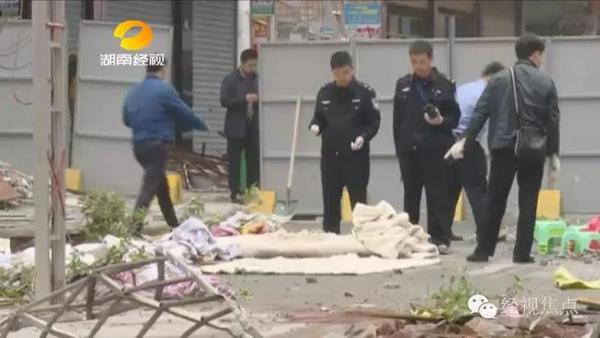 湖南一居民楼七楼顶层爆炸坍塌3死6伤,两民警现场处置负伤