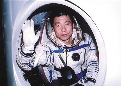 【神舟五号】-两名航天员如何分工 互为备份 均具全方位能力