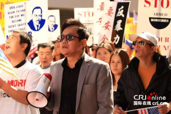 费城民众游行抗议YG煽动抢劫华裔的暴力文化。 陈彩秋供图