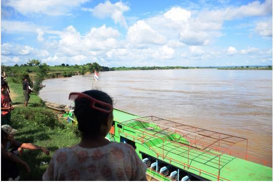 缅甸中部实皆省(Sagaing Region)钦敦江(Chindwin River)惊传渡轮翻覆事件。该艘渡轮满载学生、教师和劳工,疑似因为超载,15日在河道上翻覆;至17日止已寻获32具遗体,不过仍有许多乘客下落不明,当局忧心死亡人数可能超过百人。