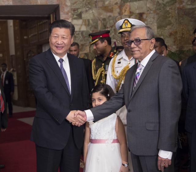图为10月14日,国家主席习近平在达卡会见孟加拉国总统哈米德。(新华社记者谢环驰摄)