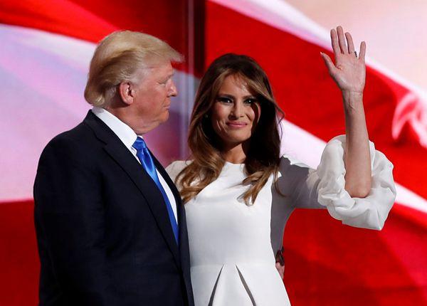 """梅拉尼娅为丈夫特朗普辩解称,他是受人鼓动才说出那些下贱的话,并且那仅仅""""男孩间的对话""""。(图像来历:路透社)"""