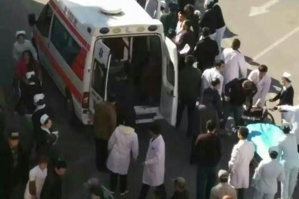 伤者被送往病院救治。