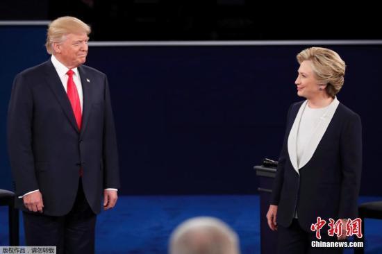 资料图:美国共和党总统候选人特朗普和民主党总统候选人希拉里在密苏里州圣路易斯市展开第二场电视辩论。