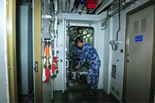 生活在辽宁舰上是种啥体验