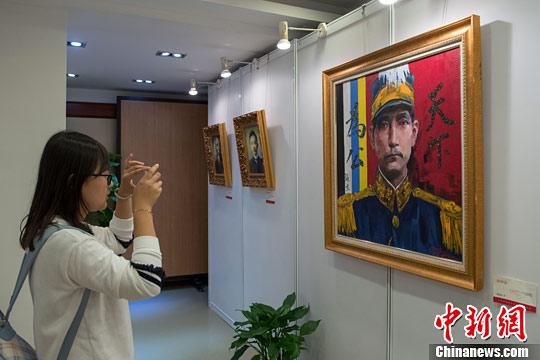 原文配图:10月18日,纪念孙中山诞辰150周年海归画家书画展在上海香山路7号孙中山故居举行。