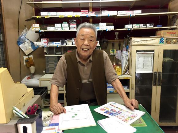 内山先生已经90岁了,他默默等着一个人。