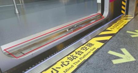 一颗珍珠逼停成都地铁 车门被卡后续列车全线晚点
