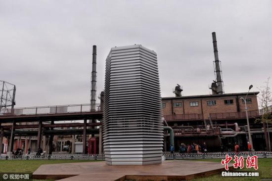 """资料图:""""减霾计划""""雾霾塔。视觉中国"""