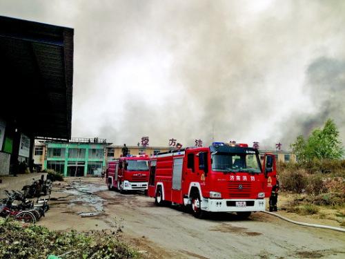 火灾现场。 本报记者 戚云雷 摄