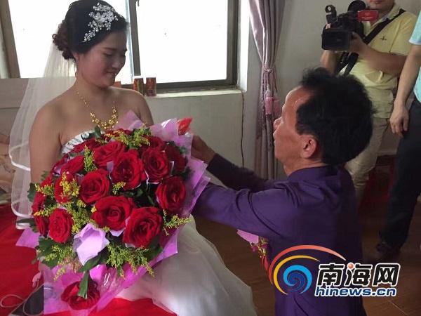 坐了17年冤狱的海口女子黄家光成婚了。网友供图