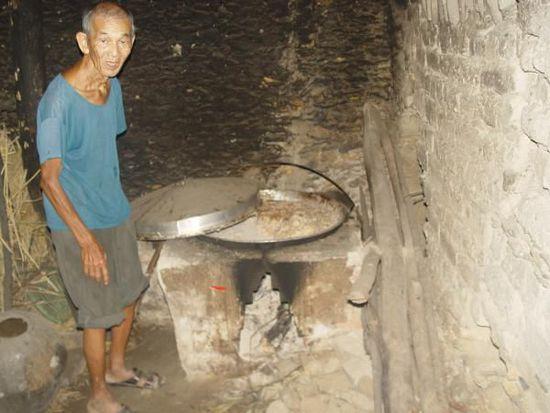 黄家光的父亲在2005年时通知我:家里已无米下锅。