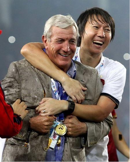 李铁随里皮获得亚冠冠军。