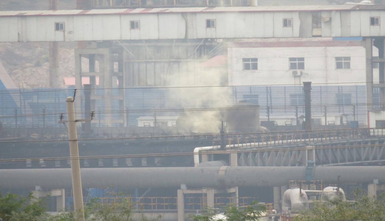 宏奥公司焦炉炉顶存在冒黄烟,污染严重