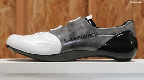 S-Works 6锁鞋的灰色部分使用了Dyneema进行强化