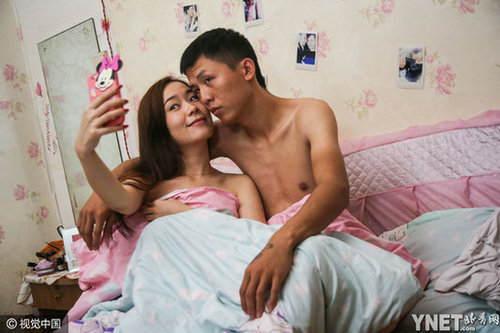 本年9月尾,韦勇的女友与伴侣相约去南京旅行。29日下午,到南京后给韦勇报了安全。