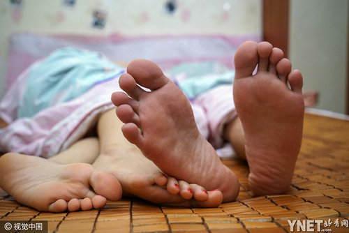 韦勇又是担忧又是惆怅,躺在床上翻来覆去地睡不着,便用手机录下本人的心声传到伴侣圈里。
