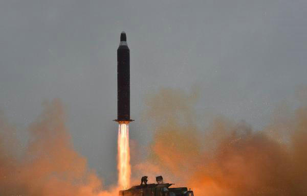 """资料图:朝鲜发射""""舞水端""""导弹。"""