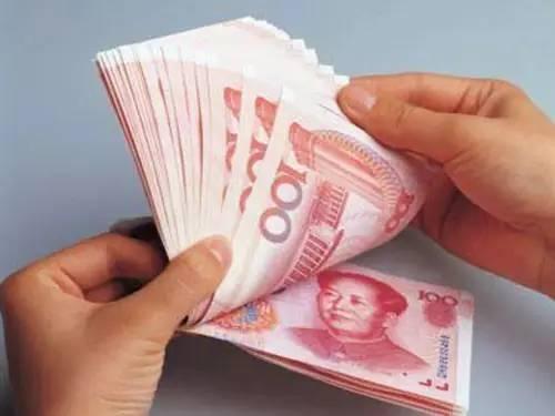 此外,从今年各省市发布的工资指导线来看,各地也有下调趋势。8月以来,包括北京、山东、四川、陕西、江西、河北等在内的11个省份密集公布了2016年企业工资指导线。与2015年相比,上述地区企业工资增长指导线多为持平或下调。此外,这11个省区市的上线(又称为预警线)也有所下调,各地均维持10%以上,但普遍降幅较大,多数下调4%-5%,最高达到7%。而下线则有少数省份与去年持平,仅有北京一地上调0.5%。