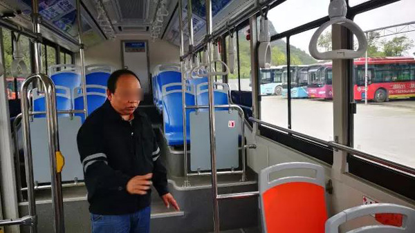 邓徒弟在事发车里,复原之前的经验。 本文图像均来自 微报桂林