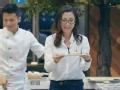 《十二道锋味第三季片花》第八期 谢贤为客人扬言打儿子 杨紫琼帮排鸵鸟蛋芝士