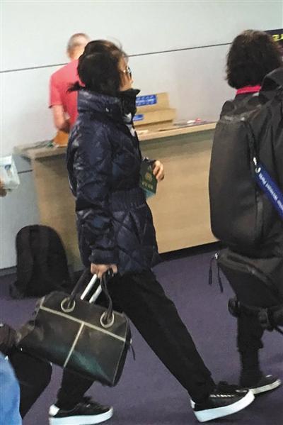 10月30日,韩国仁川国际机场,崔顺实从英国乘飞机返回韩国。