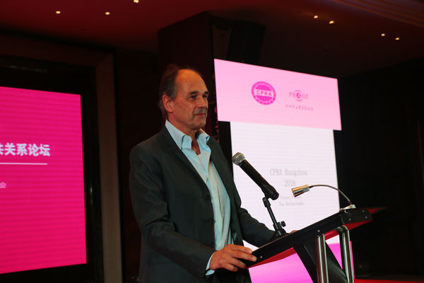 荷兰国家电影基金纪录片/电影首席顾问、导演、制片人Pieter Fleury在演讲中