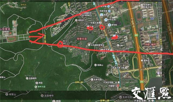 箭头是靶场射击方向,小红圈处是子弹出现的位置。