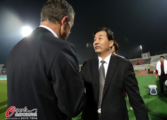 魏吉祥握手前国家队主帅佩兰