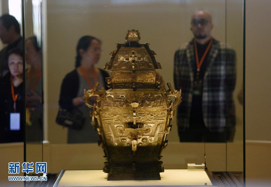 2014年,国宝青铜器皿方罍的器身终于回国,与器盖合体。