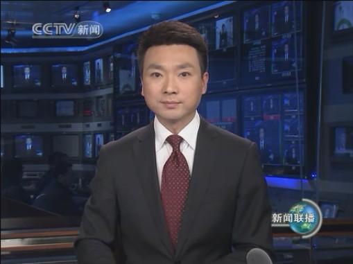 """中央电视台的《新闻联播》是全国人民最关注、收视率最高的一档新闻节目。作为《新闻联播》的播音员,他们稳重、亲切,也成为了万众瞩目的荧屏""""国脸""""。这些播音员们有光环,自然也有压力。那么,播报《新闻联播》压力到底有多大?央视总编室微信公众号""""CCTV看点""""日前刊发文章,揭秘《新闻联播》主播们的幕后故事。"""