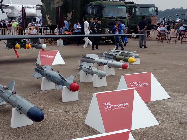 GB4型100千克激光制导炸弹和CS/BBM3型卫星制导炸弹