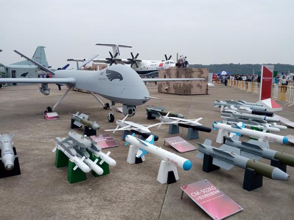 满目琳琅的无人机机载弹药给客户很宽的选择范围,可根据不同需求选择弹药,一定程度上反应了中国无人机机载弹药近几年井喷式发展的现状。