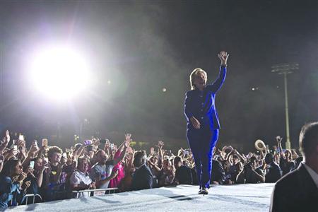 11月2日,希拉里在亚利桑那州出席竞选集会。