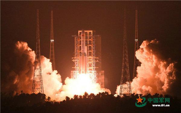 中国最大火箭长征五号首飞成功