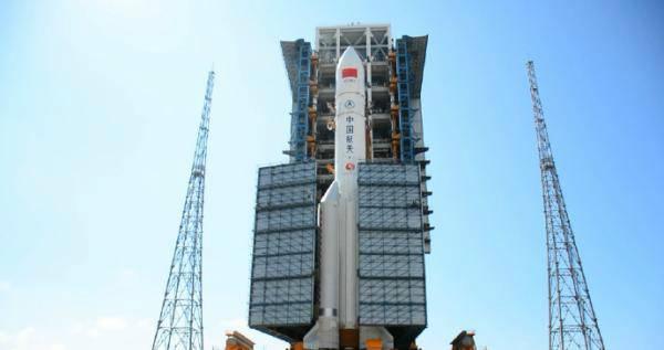 发射台上的国家长征五号火箭。 央视期货配资 图