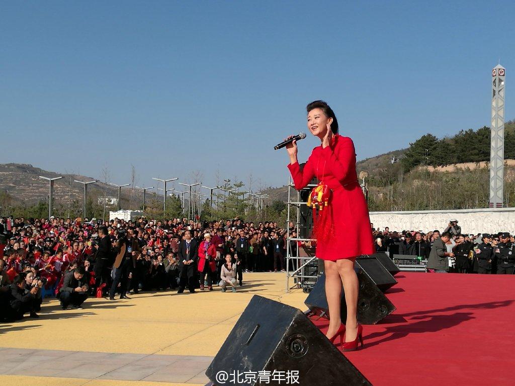 2016年11月3日,宋祖英在甘肃省平凉市静宁县界石铺中国工农红军纪念园演出