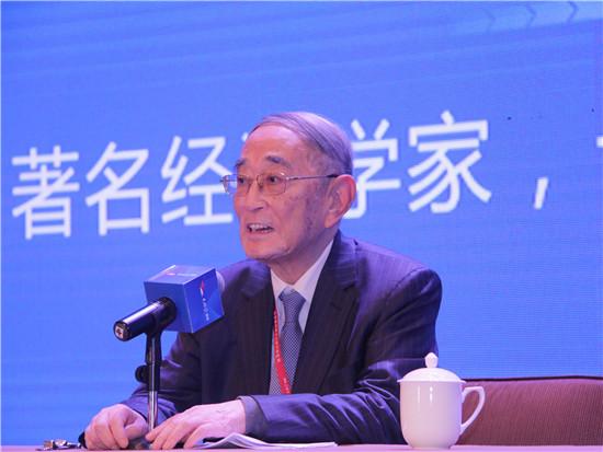 驰名经济学家、十一届天下政协经济委员会副主任厉以宁。