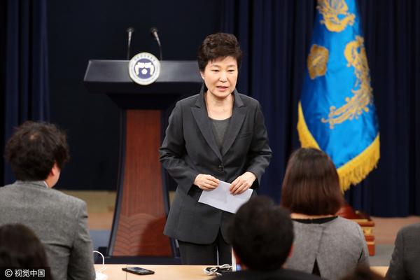 朴槿惠就亲信干政再次道歉
