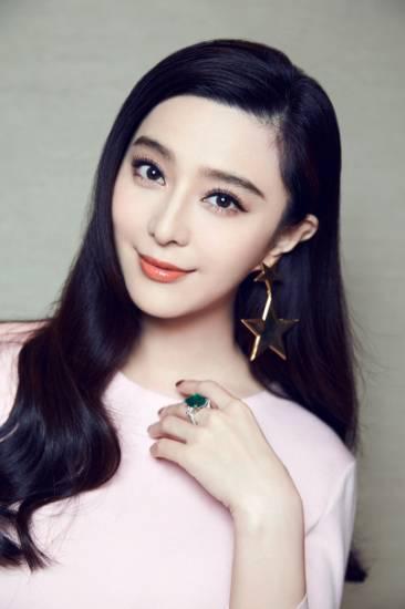 圣塞巴斯蒂安电影节荣膺最佳女演员之后,范冰冰又成为今年金马奖影后的最大热门。新京报记者 郭延冰 摄。